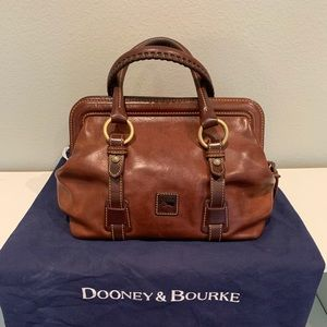 Dooney & Bourke hand bag♥️